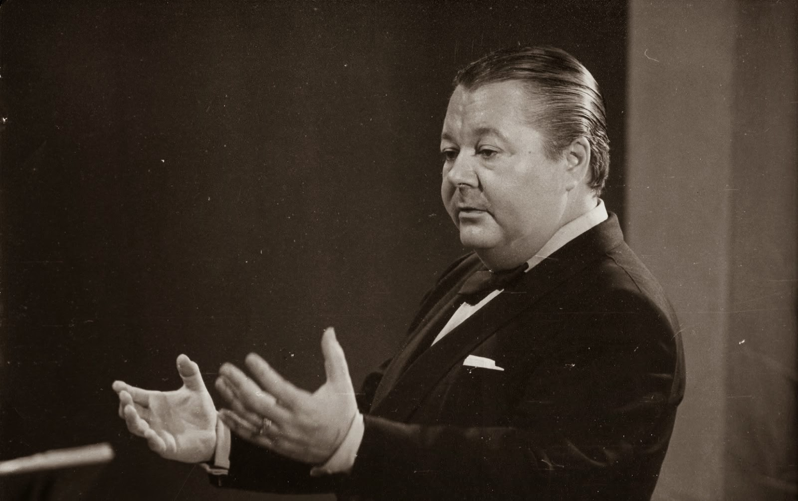 Troilo as orchestra director (C.1960)